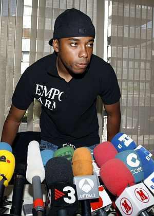 Robinho, antes de la rueda de prensa que ofreció el domingo en Madrid. (EFE)
