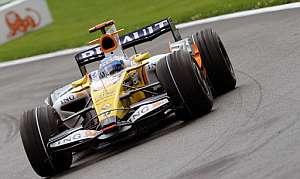 Fernando Alonso, durante el GP de Bélgica. (Foto: AFP)