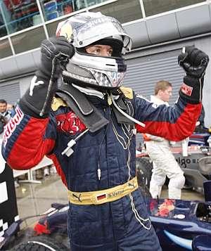 Vettel celebra su primera 'pole'. (Foto: AFP)