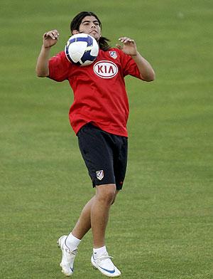 Ever Banega, durante un entrenamiento con el Atlético. (EFE)
