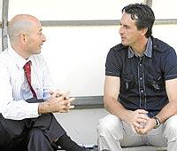 Emery, entrevistado por Orfeo Suárez. (CUÉLLAR)