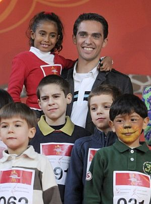Alberto Contador, este sábado en Madrid, en un acto para promocionar el deporte entre los niños. (Foto: EFE)