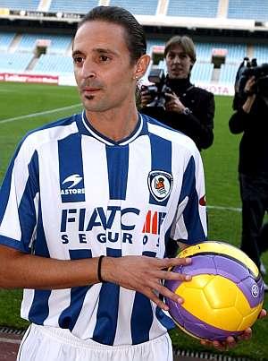 Jesuli, ex jugador del Tenerife, con la camiseta de la Real, club en el que también militó. (EFE)