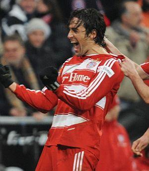 Luca Toni celebra el tanto del triunfo. (Foto: AP)