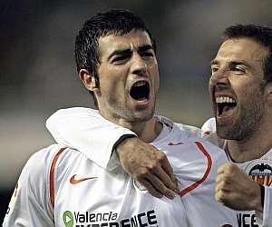 Albiol celebra con Marchena el empate ante el Espanyol. (Foto:EFE)