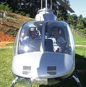 Luis Bárcena (izq.), junto a 'Nanín', durante un viaje a Venezuela. (Foto: EL MUNDO)