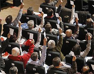 Los votos, durante una de las votaciones en la pasada Asamblea. (Foto: EFE)