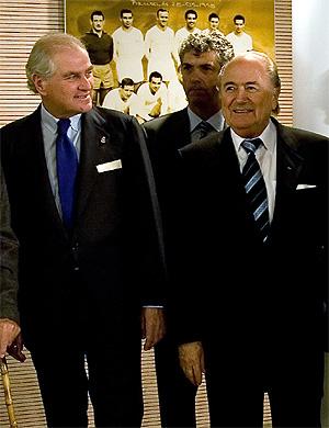 Calderón, junto a Villar y Blatter en el homenaje a Alfredo Di Stéfano. (Foto: AFP)