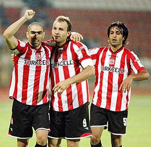 Los jugadores del Sivasspor celebran un gol.
