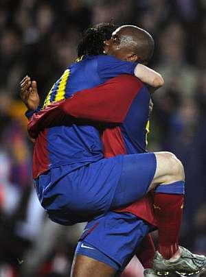 Messi y Eto'o celebran el primer tanto del Barcelona. (Foto: AFP)