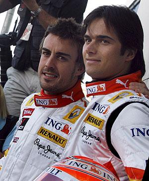 Fernando Alonso, junto a Nelsinho Piquet. (Foto: EFE)