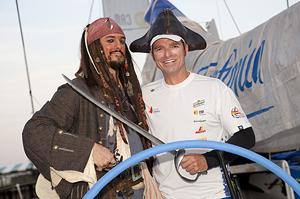 Ribes junto a un 'clon' del capitán Sparrow. (M. M.)