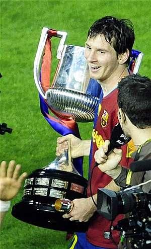 Leo Messi, con la Copa al hombro. (Foto: AP)