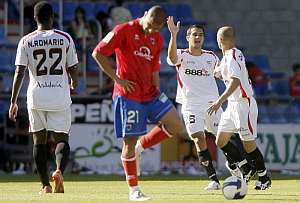 Los jugadores del Sevilla tras uno de los goles. (Foto: EFE)