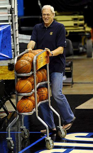 Phil Jackson, durante un entrenamiento de los Lakers en Orlando. (Foto: EFE)