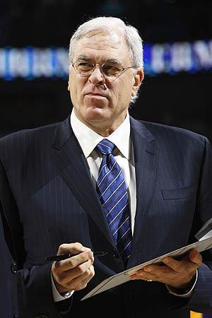 Phil Jackson, ganador de 10 títulos de la NBA como técnico. (NBA.COM)