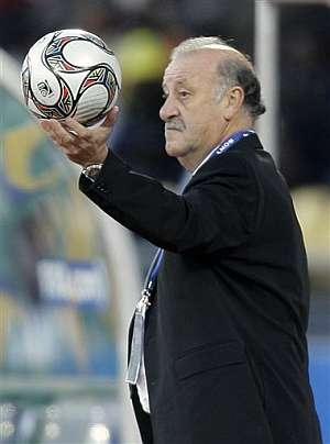 Vicente del Bosque, durante el partido ante Sudáfrica. (Foto: AP)