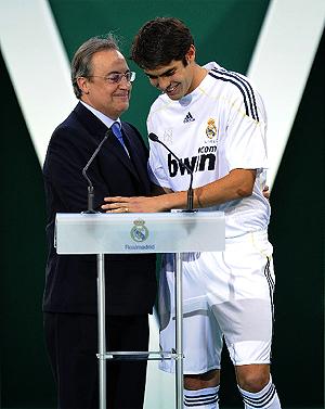 Florentino Pérez, junto a Kaká. (Foto: AFP)