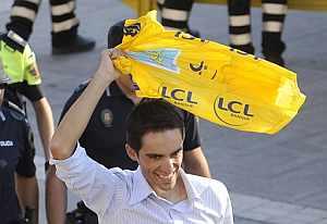 Alberto Contador, a su llega a Pinto. (AFP)