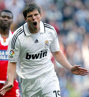 Huntelaar, tras marcar un gol con el Madrid. (Foto: EFE)
