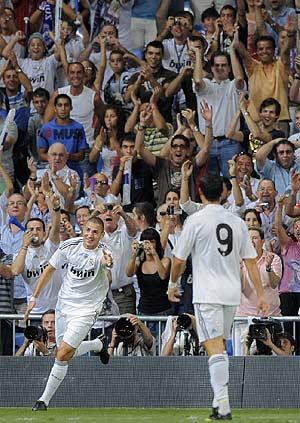 Benzema festeja su segundo gol. (Foto: AP)