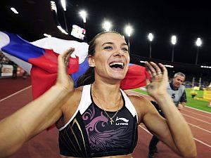 Isinbayeva, tras batir su récord en Zúrich. (Foto: EFE)