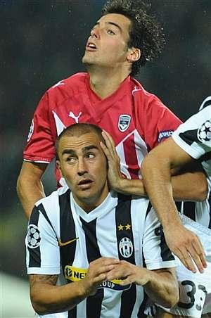 Cannavaro, en un momento del partido. (Foto: AFP)