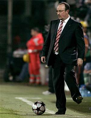 Rafa Benítez, durante el partido. (Foto: AP)