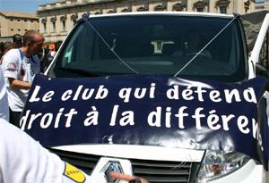 Pancarta reivindicativa del Paris Foot Gay durante la celebración del orgullo gay en Montpellier. (Foto: PFG)