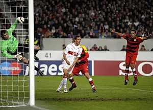 Sebastien Squillaci marcó dos de los tres goles del Sevilla. (AFP)