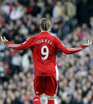 Fernando Torres gesticula durante el partido ante el Fulham (Foto: EFE)