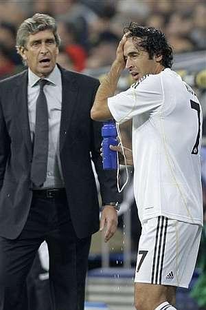 Pellegrini anima a Raúl. (EFE)