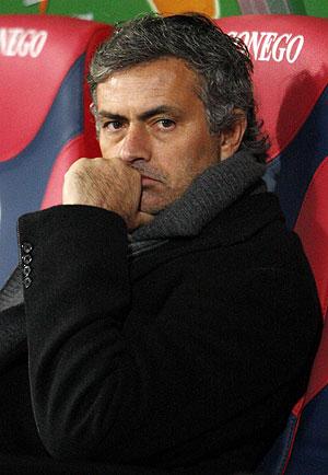 Jose Mourinho en el partido frente al Bolonia. (AP)