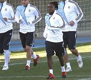 Royston Drenthe, durante el entrenamiento. (Foto: EFE)