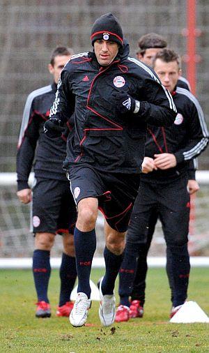El delantero italiano Luca Toni se ejercita este martes en el entrenamiento del Bayern Múnich. (EFE)