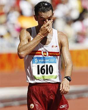 Paquillo Fernández, decepcionado tras su séptimo puesto en Pekín. (Foto: MARCAMEDIA)