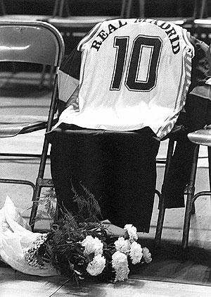 La camiseta de Fernando Martín, el día de su homenaje, el 5 de diciembre de 1989.   Fernando Quintela