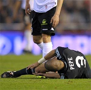 Pepe, lesionado en la rodilla. (Foto: AFP)