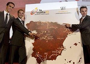 Alberto Contador (izda), Alejandro Valverde (centro) y Samuel Sánchez. (Foto: EFE)