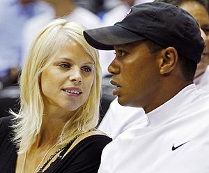 Elin Nordegren, junto a Tiger Woods, en una imagen de junio de 2009. (Foto: REUTERS)