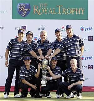 El equipo europeo posa con el título de campeones del Royal Trophy. (AP)