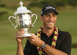 Ogilvy levanta el trofeo del torneo de Kapalúa. (Foto: AP)