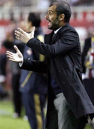 Guardiola, durante la vuelta de los octavos de Copa en Sevilla. (Foto: REUTERS)