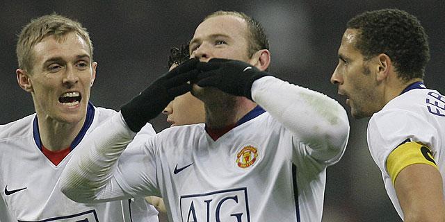 Wayne Rooney celebra uno de sus dos goles de cabeza en San Siro. (Ap)