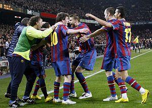 Celebración de los jugadores del Barça del gol de Messi. (EFE)