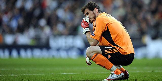 Íker Casillas lamenta la eliminación del Real Madrid ante el Olympique. (AFP)