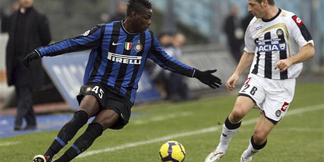 Balotelli, durante un partido en Friuli ante el Udinese. (Foto: Reuters)