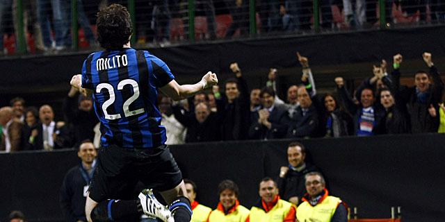 Diego Milito celebra el único tanto del encuentro. (Foto: Reuters)