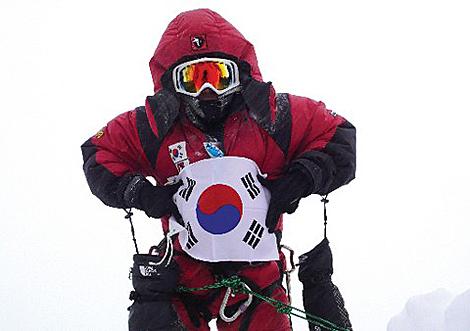 Oh Eun-sun en la foto que asegura estar en la cima del Kangchenjunga el 18 mayo 2009.