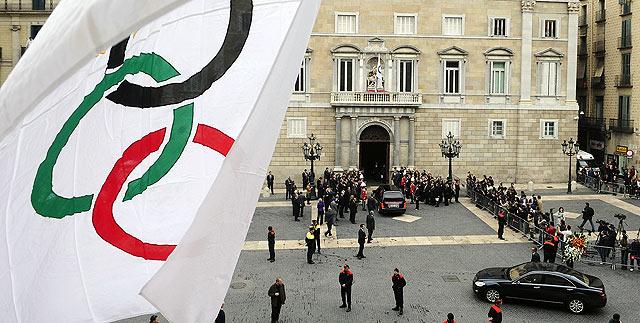 Llegada del féretro al palacio de la Generalitat donde se ha establecido la capilla ardiente.   Ap